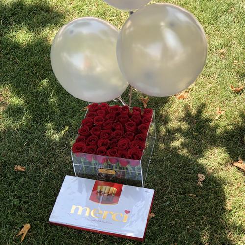 باکس گل رز به همراه شکلات و بادکنک