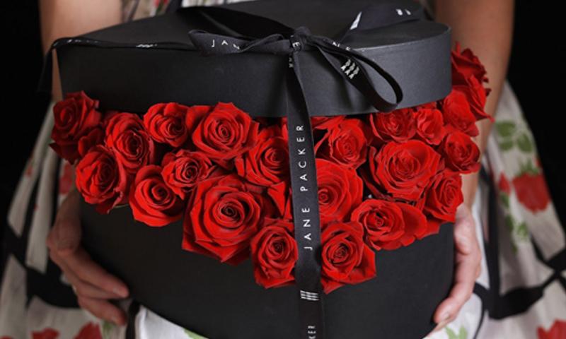 گل رز داخل جعبه
